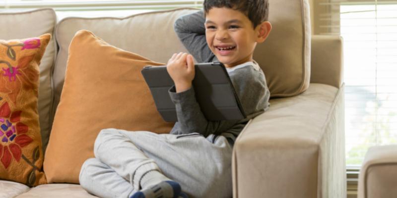 Child-with-ipad-on-sofa